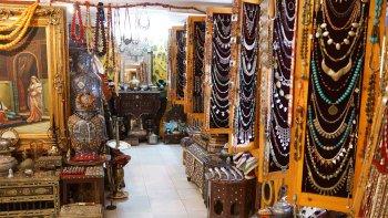 ,Visit to Medina,De compras por la Medina,Visita a la Medina