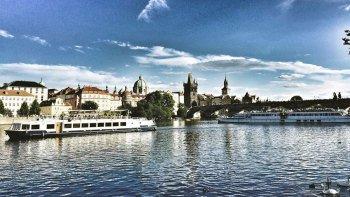 ,Crucero por el río Moldova,Tour por Praga,Con almuerzo incluido,Otros tours