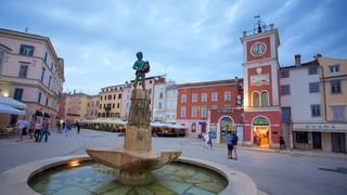 Marsala Tita Square