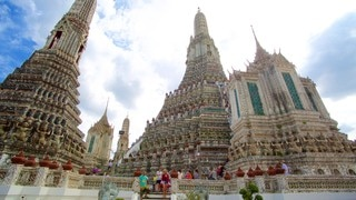 Wat Arun showing a temple or place of worship