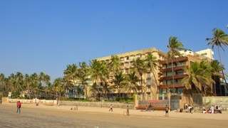 Juhu Beach which includes general coastal views