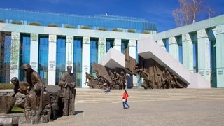 Warsaw Uprising Monument showing a statue or sculpture