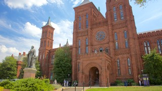 Smithsonian Castle which includes heritage architecture and heritage elements