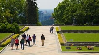 슬라빈 기념비