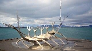 Solfar showing general coastal views and outdoor art