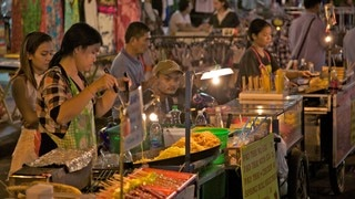 Khao San Road which includes outdoor eating, markets and food