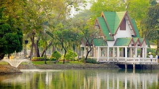 Lumpini Park featuring a house, a park and a pond