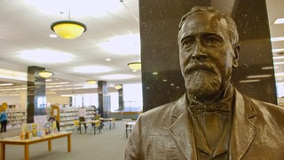 Milwaukee Public Library showing a statue or sculpture and interior views