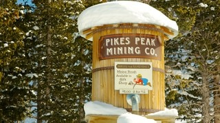 Pikes Peak which includes signage