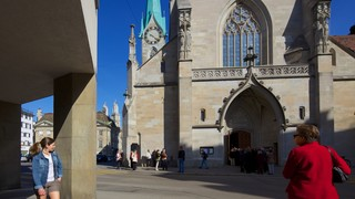 Fraumuenster which includes heritage architecture, a church or cathedral and street scenes