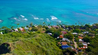 Diamond Head which includes a coastal town and general coastal views