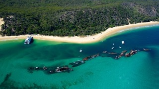 Moreton Island National Park showing mountains, tropical scenes and landscape views