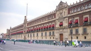 Palacio Nacional showing a castle, heritage architecture and an administrative buidling