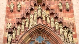Frankfurt Cathedral which includes religious elements, heritage architecture and a church or cathedral