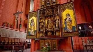 Frankfurt Cathedral which includes religious aspects, a church or cathedral and interior views