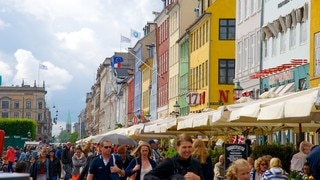 Nyhavn showing a city, street scenes and heritage architecture