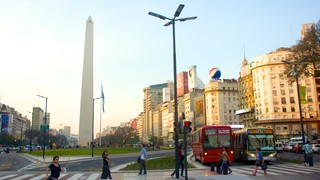 Obelisco which includes street scenes, modern architecture and a city
