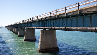 Seven Mile Bridge which includes a bridge