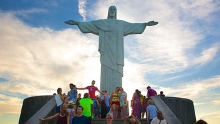 Corcovado featuring religious elements, a statue or sculpture and a monument
