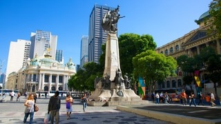 Cinelandia featuring a square or plaza, a city and a statue or sculpture