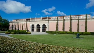 Ringling Museum of Art showing a garden