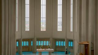 Hallgrimskirkja showing religious elements, heritage architecture and interior views