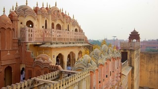 Hawa Mahal featuring chateau or palace, a city and heritage architecture