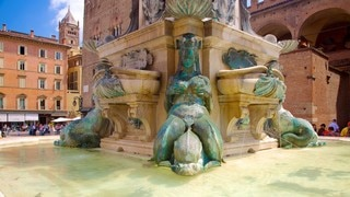Fountain of Neptune featuring a fountain