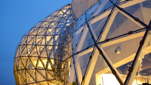 Salvador Dali Museum which includes modern architecture