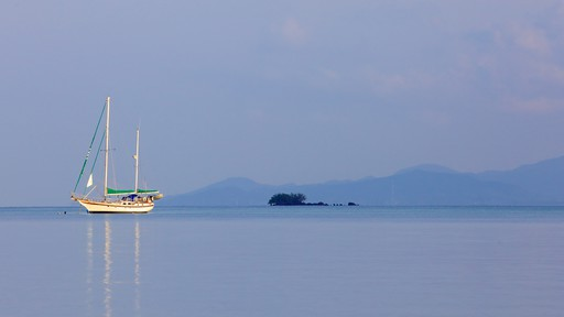 Bo Phut Beach which includes tropical scenes, general coastal views and boating