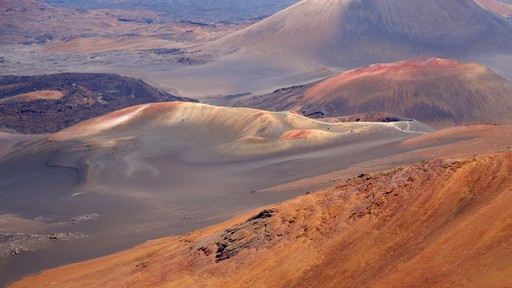Haleakala Crater featuring landscape views, desert views and mountains
