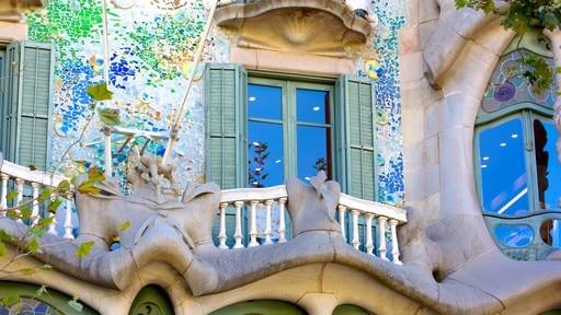 Casa Batllo featuring heritage architecture