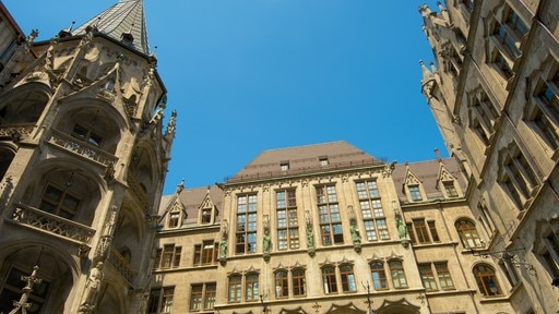 Marienplatz which includes a city and heritage architecture