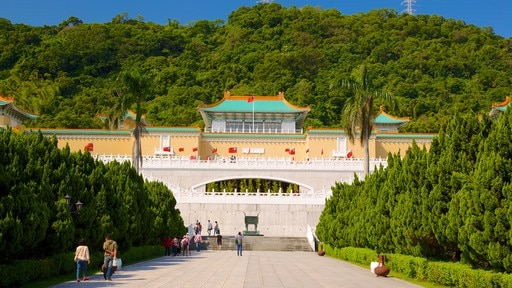 National Palace Museum showing a park and a temple or place of worship as well as a small group of people
