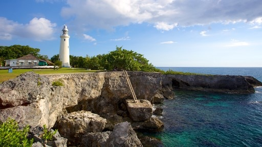 Negril Lighthouse which includes a lighthouse and rugged coastline