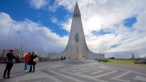Hallgrimskirkja which includes religious aspects, a church or cathedral and modern architecture