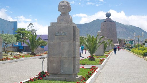 Mitad del Mundo Monument showing a park and a monument