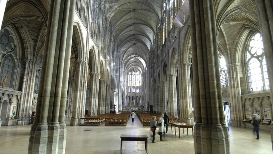 Saint Denis Basilica which includes religious aspects, interior views and a church or cathedral