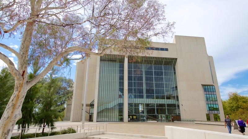 Hotels Near The National Gallery Canberra