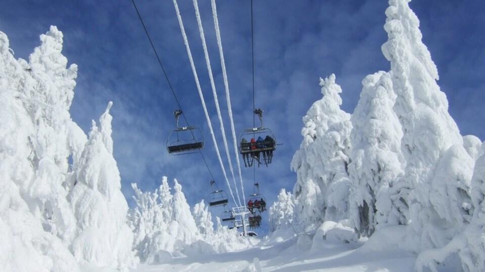 Mont-Tremblant Ski Resort showing a gondola and snow