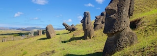 Rano Raraku showing a statue or sculpture and heritage elements