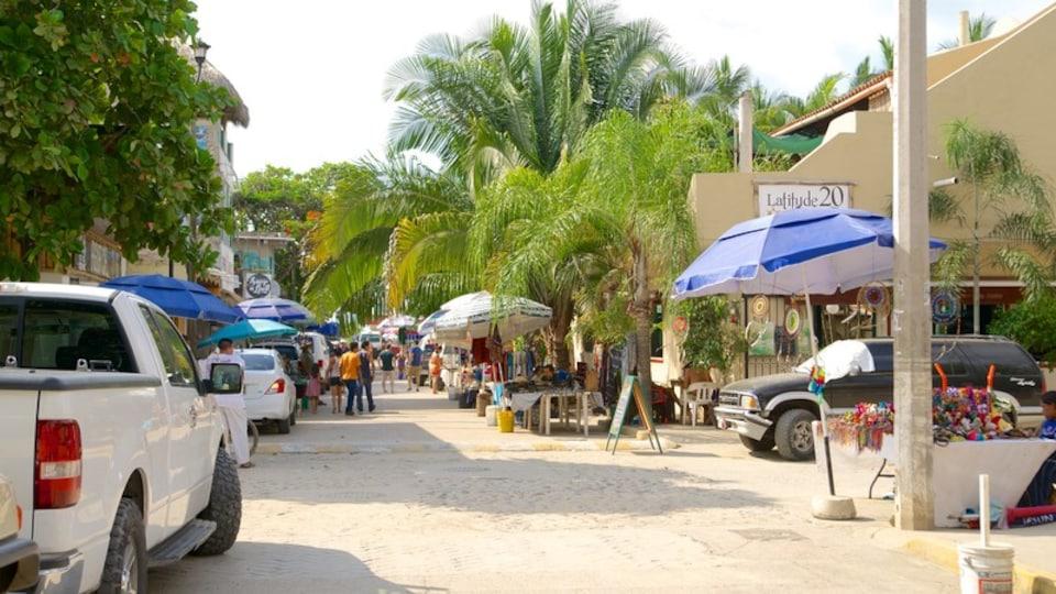 Sayulita showing street scenes and a coastal town