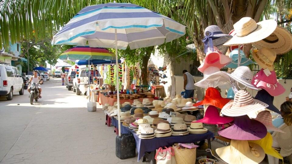 Sayulita which includes fashion, markets and street scenes