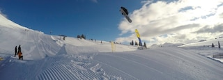 Sunshine Village showing snow boarding and snow