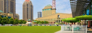 Mississauga Civic Centre showing a park and a city