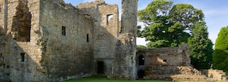 Aberdour Castle showing a castle, building ruins and heritage elements