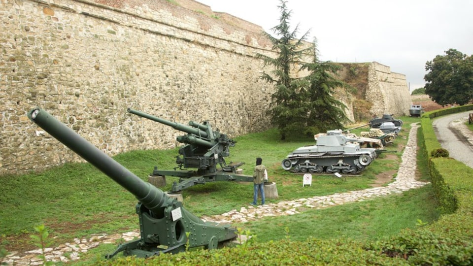 Kalemegdan Citadel featuring heritage elements, military items and a monument