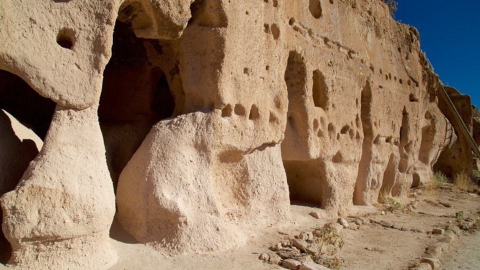 Puye Cliff Dwellings featuring heritage elements and a ruin