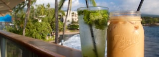 Kailua-Kona featuring drinks or beverages