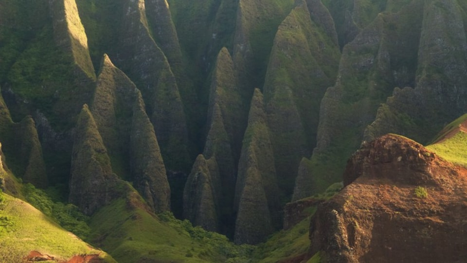 Hanalei showing a gorge or canyon
